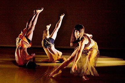 Michele Jongeneel with Nile H. Russell (left) and Yoshinori Ito in Naganuma Dance: UNbridLeD