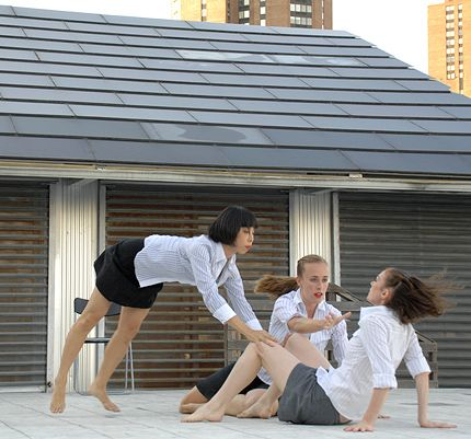 Mana Kawamura, Lize-Lotte Pitlo, Keelin Ryan in Solar-Powered Dance 2010