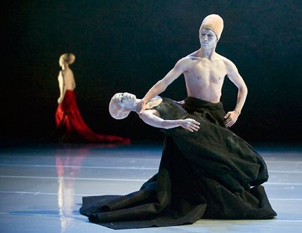 Folding, too in Shen Wei Dance Arts