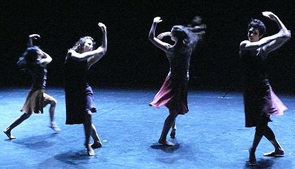 L-R: Kuan Hui Chew, Chelsea Ainsworth, Samantha Harvey, Nicole Smith in Zvidance: Dabke+Coupling