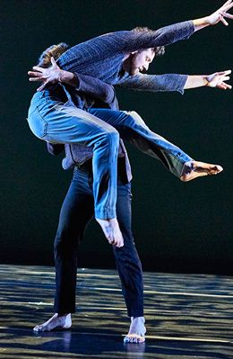 Hollis Bartlett (front) and Alex Springer in Folded in Doug Varone and Dancers 2017