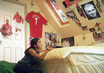 a review of the film bend it like beckham Bend it like beckham is a 2002 british-german romantic comedy-drama sports film produced, written and directed by gurinder chadha, and starring parminder nag.