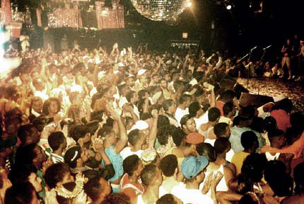 A crowd at the club Paradise Garage. in Maestro